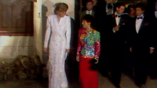 stockvideo's en b-roll-footage met kate middleton fashion show dress to be auctioned; 9.11.1988 france: loire valley: chateau de chambord: diana , princess of wales along with prince... - witte jurk