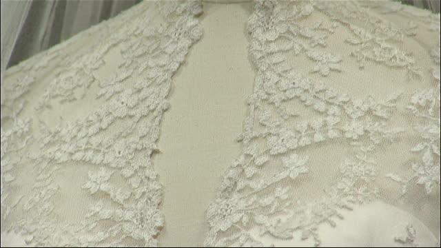 vídeos de stock, filmes e b-roll de kate middleton wedding dress goes on display close shots showing detail of embroidery on dress ** de guitaut interview overlaid sot ** - vestido de noiva
