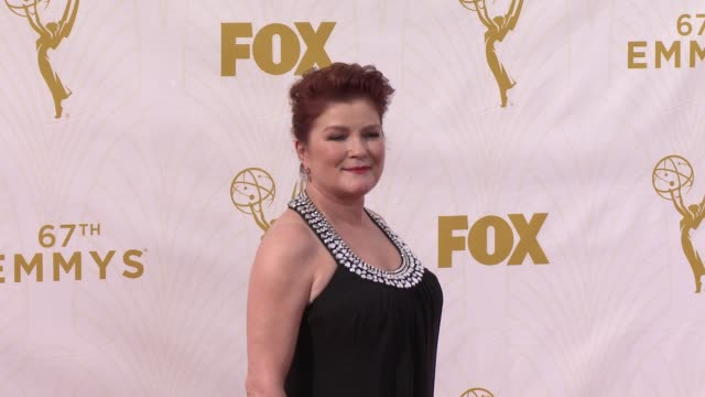 vídeos de stock e filmes b-roll de kate mulgrew at the 67th annual primetime emmy awards at microsoft theater on september 20, 2015 in los angeles, california. - microsoft theater los angeles