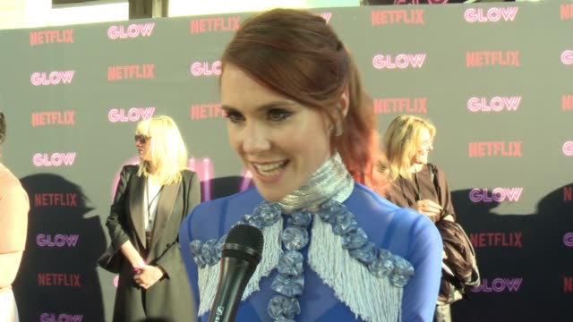 stockvideo's en b-roll-footage met interview kate nash on glow on why female driven shows and female empowerment is resonating with people the sisterhood on and off set diversity on tv... - cinerama dome hollywood