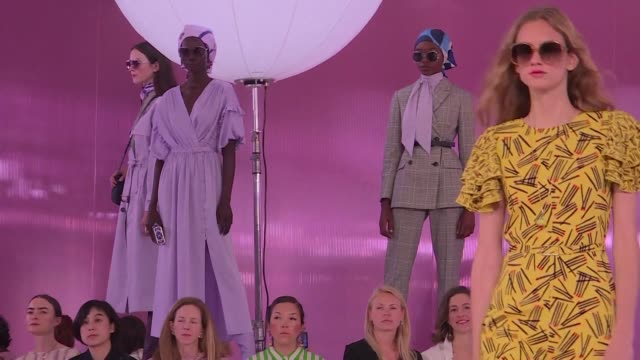kate spade puts the sparkle into new york fashion week paying tribute in a riot of color to the handbag brand's founder three months after her tragic... - new york fashion week stock videos & royalty-free footage