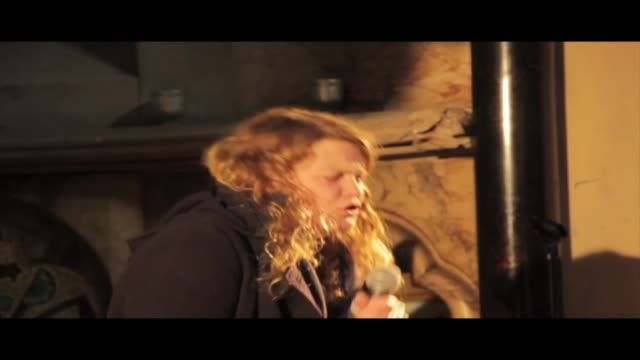 vidéos et rushes de kate tempest is a young ted hughes prize winning poet, mercury prize nominated musician, spoken word artist and playwright. this clip is an excerpt... - littérature