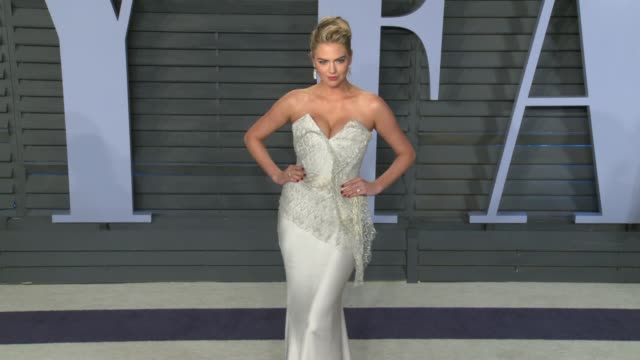 vidéos et rushes de kate upton at the 2018 vanity fair oscar party on march 04 2018 in beverly hills california - vanity fair oscar party