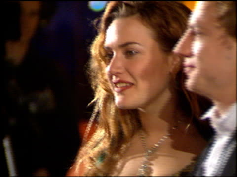stockvideo's en b-roll-footage met kate winslet at the 1998 academy awards vanity fair party at morton's in west hollywood california on march 23 1998 - 1998