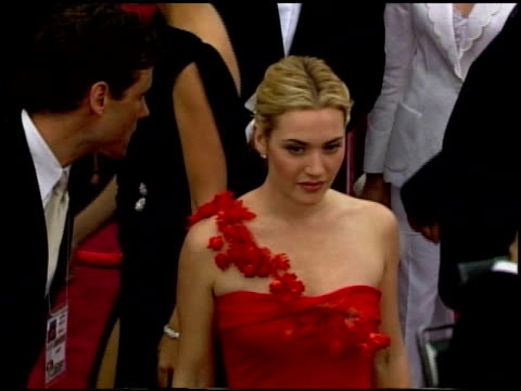 kate winslet at the 2002 academy awards at the kodak theatre in hollywood california on march 24 2002 - kate winslet stock-videos und b-roll-filmmaterial