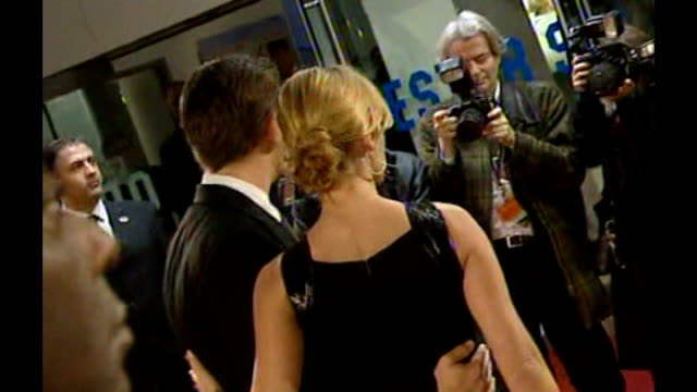 kate winslet defends her golden globe awards speech london leicester square photography*** winslet and dicaprio posing for photocall on red carpet at... - kate winslet stock-videos und b-roll-filmmaterial