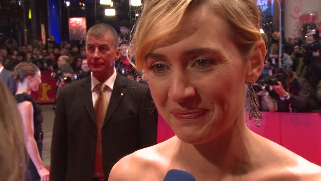 vídeos de stock e filmes b-roll de kate winslet on why it's important to show the movie in germany at the 59th berlin film festival: the reader premiere at berlin . - festival cinematográfico