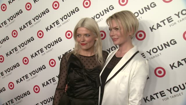 vídeos de stock, filmes e b-roll de kate young and michelle williams at kate young for target launch event on april 09 2013 in new york new york - michelle williams