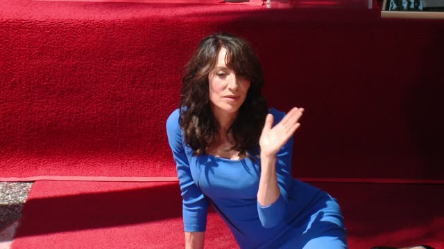 katey sagal at katey sagal honored with star on the hollywood walk of fame on september 09 2014 in hollywood california - ウォークオブフェーム点の映像素材/bロール