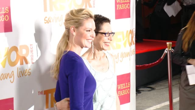 katherine heigl abbe land at 16th annual trevor project benefit presented by wells fargo in los angeles ca - markenname stock-videos und b-roll-filmmaterial