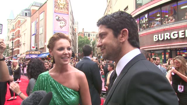 Katherine Heigl and Gerard Butler on who's quicker at getting ready for the premiere on his style tips on not wearing the same thing on working...