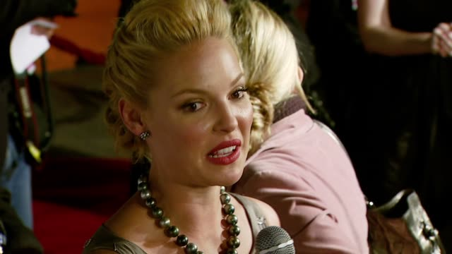 katherine heigl at the '27 dresses' premiere at the mann village theatre in westwood california on january 7 2008 - regency village theater stock videos & royalty-free footage