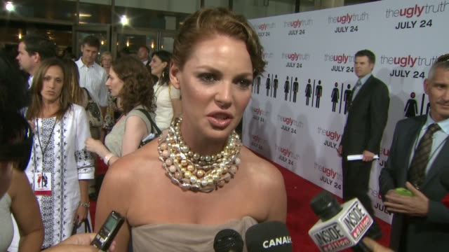 Katherine Heigl on what this movie says about relationships the orgasm scene how she is OCD like her character at the 'The Ugly Truth' Premiere at...