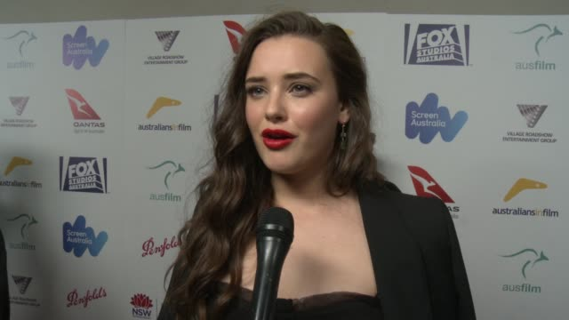 vídeos de stock, filmes e b-roll de katherine langford on what it means to be honored at the aif awards, on what aif means to her and other aussies working in hollywood, on the heath... - heath ledger