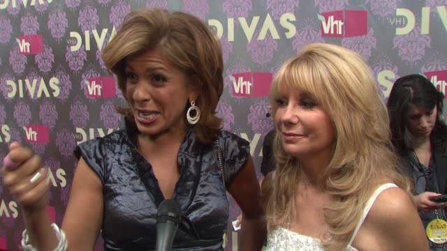 kathie lee gifford and hoda kotb talking about being divas looking forward to the performances and seeing paula abdul at the 2009 vh1 divas red... - vh1 divas stock videos and b-roll footage
