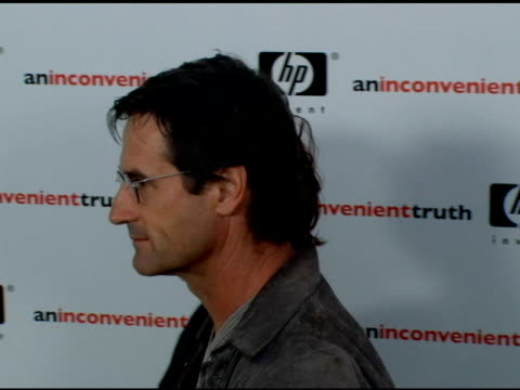 stockvideo's en b-roll-footage met kathleen quinlan at the 'an inconvenient truth' premiere at director's guilld of america in hollywood, california on may 16, 2006. - kathleen quinlan