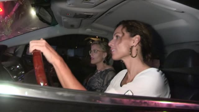 stockvideo's en b-roll-footage met kathleen robertson minnie driver are scared by paparazzi at chateau marmont in west hollywood at celebrity sightings in los angeles kathleen... - minnie driver