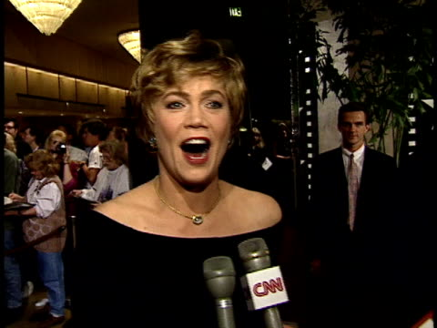 vídeos de stock, filmes e b-roll de kathleen turner walks down red carpet and talks to reporters about jack nicholson - american film institute