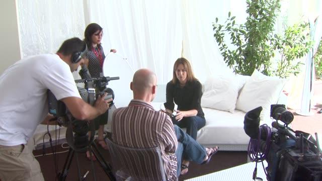 vidéos et rushes de kathryn bigelow at the 65th venice film festival: 'the hurt locker' interviews at venice . - festival de film