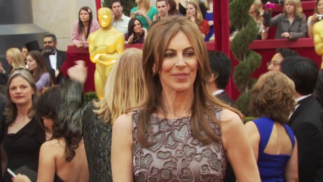 kathryn bigelow at the 82nd annual academy awards arrivals at hollywood ca - maglietta senza maniche video stock e b–roll