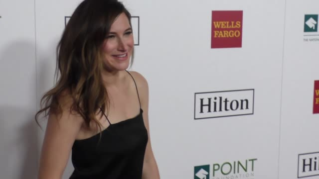 kathryn hahn at point honors los angeles 2017 - benefiting point foundation on october 07, 2017 in beverly hills, california. - キャスリン ハーン点の映像素材/bロール