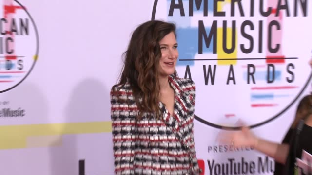 kathryn hahn at the 2018 american music awards at microsoft theater on october 09, 2018 in los angeles, california. - キャスリン ハーン点の映像素材/bロール