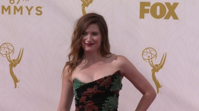 kathryn hahn at the 67th annual primetime emmy awards at microsoft theater on september 20, 2015 in los angeles, california. - キャスリン ハーン点の映像素材/bロール