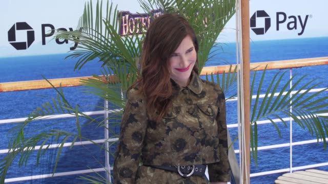 """kathryn hahn at the """"hotel transylvania 3: summer vacation"""" world premiere at regency village theatre on june 30, 2018 in westwood, california. - キャスリン ハーン点の映像素材/bロール"""