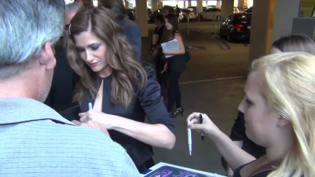 kathryn hahn greets fans outside the afternoon delight premiere at arclight theatre in hollywood at celebrity sightings in los angeles kathryn hahn... - キャスリン ハーン点の映像素材/bロール