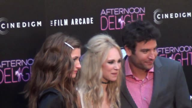 kathryn hahn, juno temple and josh radnor outside the afternoon delight premiere at arclight theatre in hollywood at celebrity sightings in los... - キャスリン ハーン点の映像素材/bロール