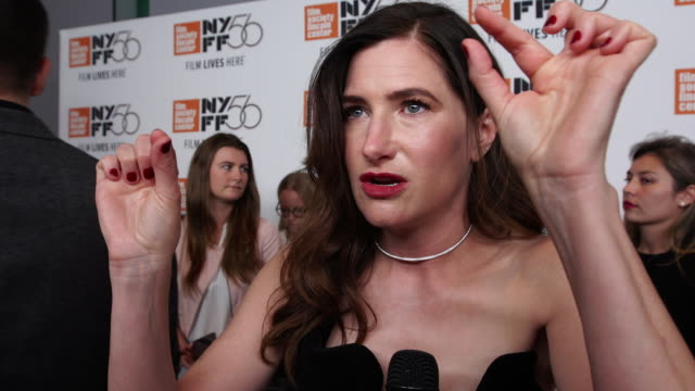 """kathryn hahn on working with tamara at """"private life"""" premiere red carpet / nyff at alice tully hall on october 01, 2018 in new york city. - キャスリン ハーン点の映像素材/bロール"""