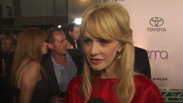 kathryn morris on being here on developing a show for people like us who can understand being eco friendly at the 2009 environmental media awards at... - environmental media awards stock videos & royalty-free footage