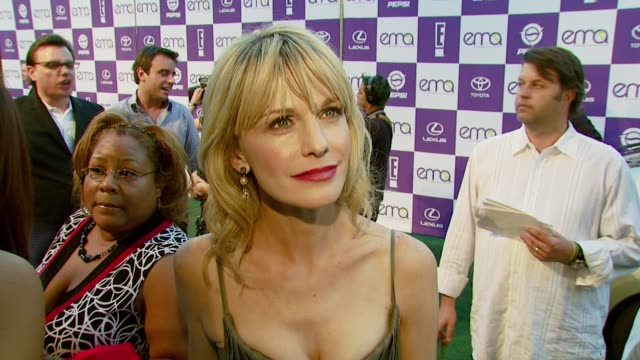 kathryn morris on how she arrived at the event and on the entertainment industry's responsibility to spread environmental awareness at the 2007 ema... - wilshire ebell theatre stock videos & royalty-free footage