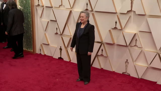 kathy bates walking the red carpet at the 92nd annual academy awards at the dolby theater in los angeles, california. - music or celebrities or fashion or film industry or film premiere or youth culture or novelty item or vacations 個影片檔及 b 捲影像