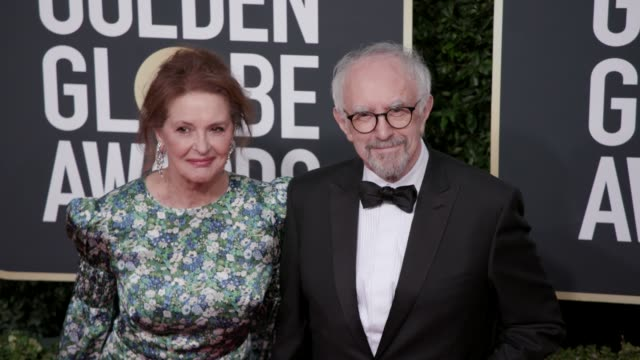 kathy fahy and jonathan pryce at the 77th annual golden globe awards at the beverly hilton hotel on january 05, 2020 in beverly hills, california. - ジョナサン・プライス点の映像素材/bロール