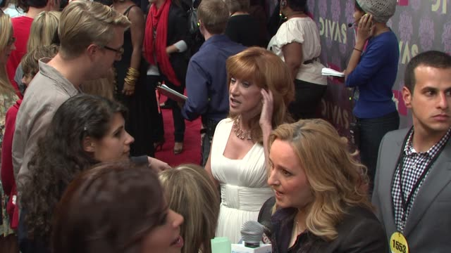 stockvideo's en b-roll-footage met kathy griffin and melissa etheridge at the 2009 vh1 divas red carpet at new york ny - vh1