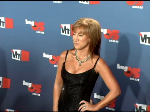kathy griffin at the vh1 big in '05 at sony studios in los angeles, california on december 3, 2005. - vh1ビッグインアワード点の映像素材/bロール
