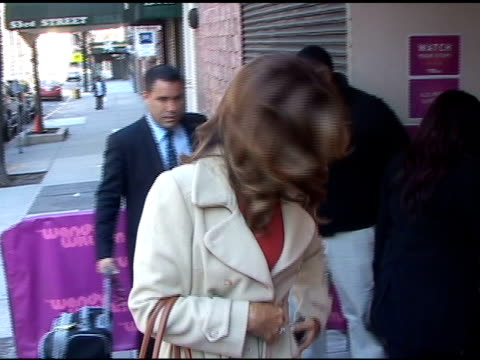 vídeos y material grabado en eventos de stock de kathy ireland signs autographs as she arrives at the 'wendy williams show' in new york 04/6/11 - autografiar