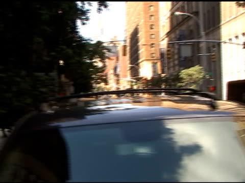 vídeos de stock e filmes b-roll de katie holmes and suri in new york city at the celebrity sightings in new york at new york ny - atlântico central eua