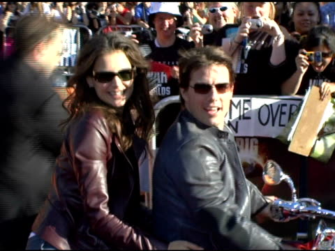 katie holmes and tom cruise at the fan screening of 'war of the worlds' at grauman's chinese theatre in hollywood california on june 27 2005 - tom cruise stock videos & royalty-free footage