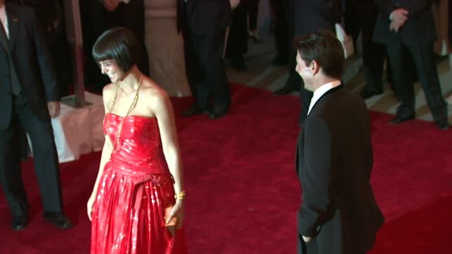 vidéos et rushes de katie holmes and tom cruise at the superheroes fashion and fantasy costume institute gala at the metropolitan museum of art at the metropolitan... - tom cruise