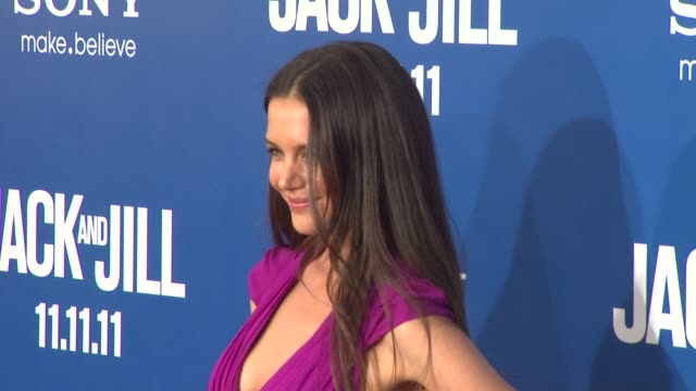 vidéos et rushes de katie holmes at the 'jack and jill' world premiere at westwood ca - westwood