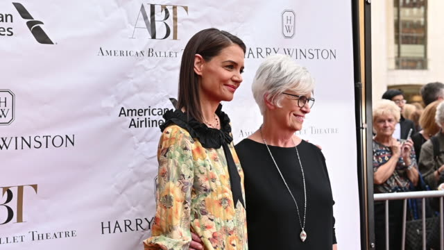 katie holmes kathleen stothersholmes at the american ballet theatre 2019 spring gala at the metropolitan opera house on may 20 2019 in new york city - katie holmes stock videos and b-roll footage