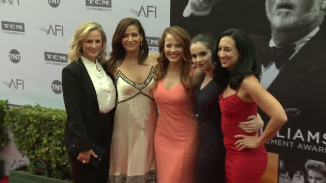 vídeos de stock e filmes b-roll de katie leclerc, constance marie, vanessa marano, and marlee matlin at the afi life achievement awards: a tribute to john williams at dolby theatre on... - the dolby theatre