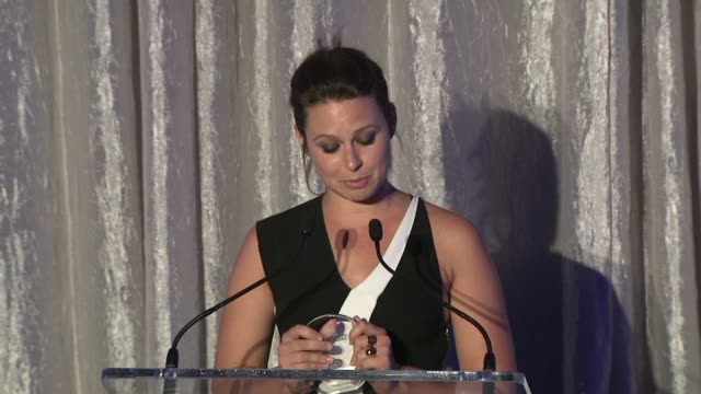 stockvideo's en b-roll-footage met speech katie lowes thanks self for inspiring women and for her award for her work with the lollipop theater network at self magazine's women doing... - women's image network awards