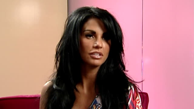 vídeos de stock, filmes e b-roll de katie price interview sot on the book's storyline and similarities to her own life reporter question sot price interview sot on it being a... - model t