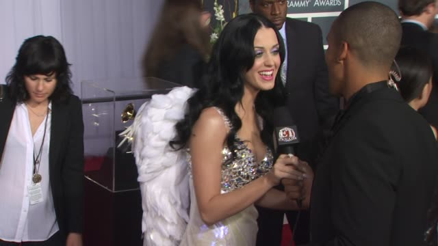 stockvideo's en b-roll-footage met katy perry at the 53rd grammy awards arrivals part 2 at los angeles ca - grammy awards
