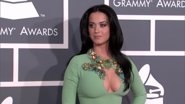 stockvideo's en b-roll-footage met katy perry at the 55th annual grammy awards arrivals 2/10/2013 in los angeles ca - grammy awards