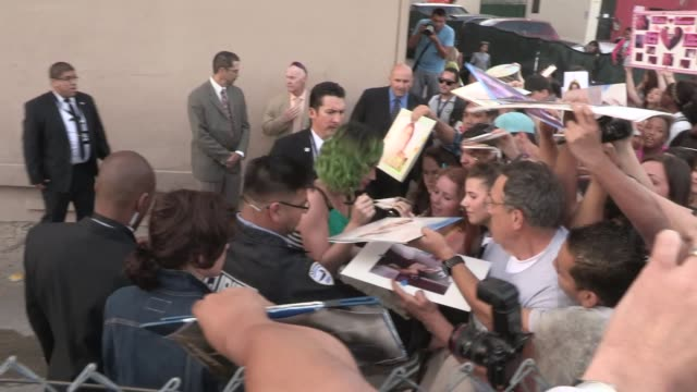 katy perry greeting fans at the jimmy kimmel studio in los angeles celebrity sightings in los angeles on april 21 2014 in los angeles california - jimmy perry stock videos & royalty-free footage