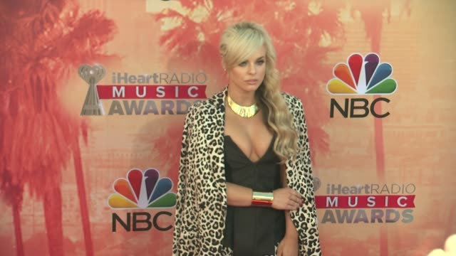 vídeos de stock, filmes e b-roll de katy tiz at the 2015 iheartradio music awards red carpet arrivals at the shrine auditorium on march 29 2015 in los angeles california - shrine auditorium